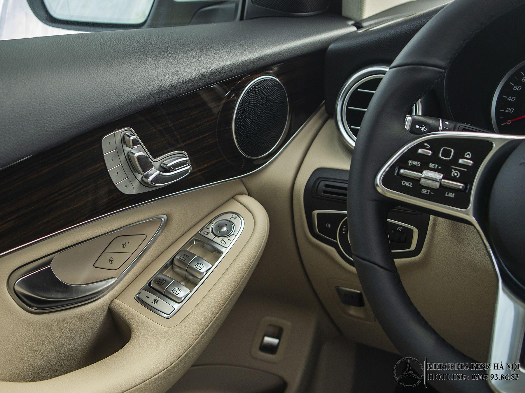 dieu-khien-cua-lai-noi-that-Mercedes-Benz-GLC-200-2020_mercedeshanoi-com-vn