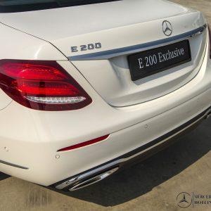 duoi-xe-mercedes-benz-e-200-exclusive (4)-mercedeshanoi-com-vn