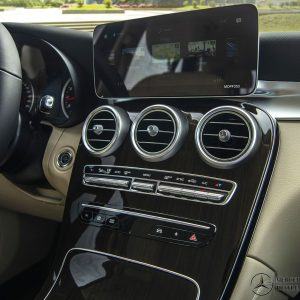 man-hinh-giai-tri-noi-that-Mercedes-Benz-GLC-200-2020_mercedeshanoi-com-vn